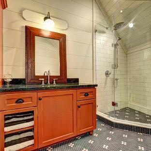 Foto de cuarto de baño con ducha, rural, con lavabo bajoencimera, armarios con paneles empotrados, puertas de armario naranjas, ducha esquinera, baldosas y/o azulejos multicolor y paredes beige
