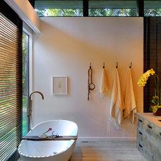 Modern Bathroom by Bates Masi Architects LLC