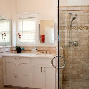 Foto de cuarto de baño principal, clásico, pequeño, con lavabo bajoencimera, armarios estilo shaker, encimera de cuarcita, ducha esquinera, sanitario de una pieza, baldosas y/o azulejos beige, baldosas y/o azulejos de piedra, suelo de travertino, puertas de armario beige, paredes beige, suelo beige, ducha con puerta con bisagras y encimeras beige