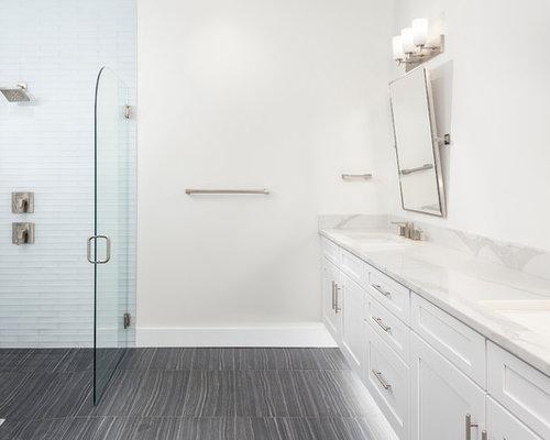 badezimmer mit japanischer badewanne und schrankfronten im. Black Bedroom Furniture Sets. Home Design Ideas