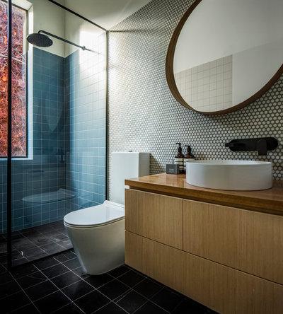 Modern Bathroom by Rogerseller