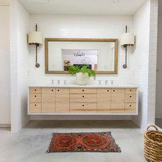 Modern Bathroom by Amity Worrel & Co.