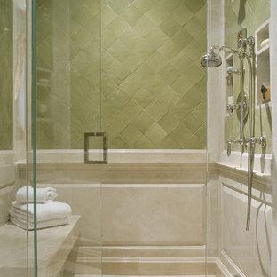 Esempio di una stanza da bagno mediterranea con piastrelle a mosaico