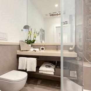 На фото: маленькая ванная комната в современном стиле с открытыми фасадами, коричневыми фасадами, угловым душем, раздельным унитазом, бежевой плиткой, серой плиткой, коричневой плиткой, белыми стенами, душевой кабиной, накладной раковиной, серым полом и душем с распашными дверями с