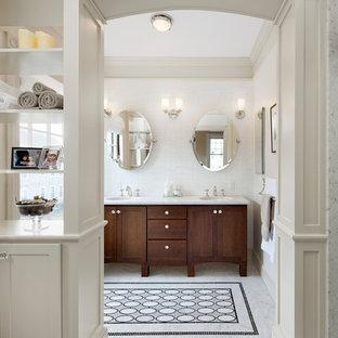 ボストンのヴィクトリアン調のおしゃれな浴室 (アンダーカウンター洗面器、濃色木目調キャビネット、白いタイル、シェーカースタイル扉のキャビネット) の写真