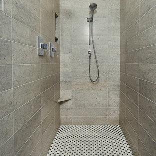 Esempio di una grande sauna chic con ante lisce, ante bianche, doccia ad angolo, piastrelle bianche, pareti beige e lavabo sottopiano