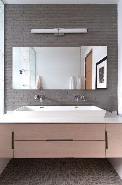 Modern Bathroom by Shirley Meisels