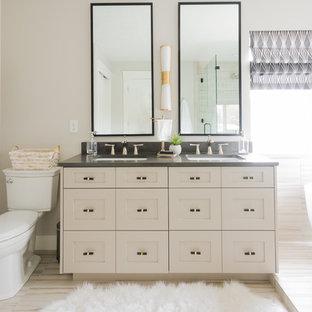 Idéer för att renovera ett vintage badrum, med skåp i shakerstil, beige skåp, ett fristående badkar, grå väggar, ett undermonterad handfat och beiget golv
