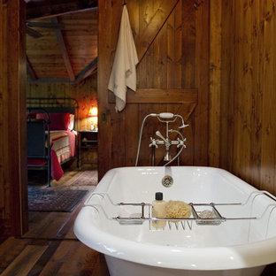 Foto de cuarto de baño rural con bañera con patas