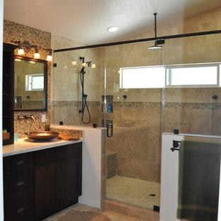 Foto di una grande stanza da bagno padronale minimal con ante con riquadro incassato, ante in legno bruno, doccia doppia, piastrelle beige, piastrelle in travertino, pareti beige, pavimento in travertino, lavabo a bacinella, top in superficie solida, pavimento beige e porta doccia a battente