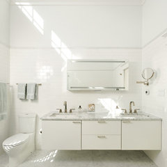 contemporary bathroom by Harry Braswell, Inc.