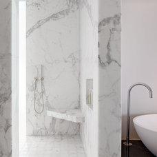 Modern Bathroom by Zack|de Vito Architecture + Construction