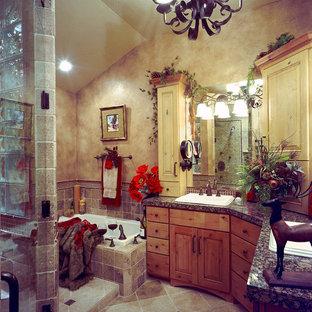 Modelo de cuarto de baño principal, rústico, grande, con lavabo encastrado, armarios con paneles con relieve, puertas de armario con efecto envejecido, encimera de granito, bañera encastrada, ducha empotrada, baldosas y/o azulejos marrones, baldosas y/o azulejos de cerámica, paredes marrones y suelo de baldosas de cerámica