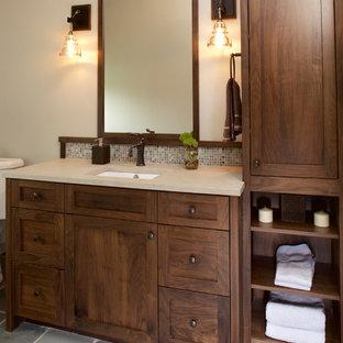 Foto de cuarto de baño de estilo americano, de tamaño medio, con lavabo bajoencimera, armarios estilo shaker, puertas de armario de madera en tonos medios, encimera de piedra caliza, baldosas y/o azulejos azules, baldosas y/o azulejos en mosaico y suelo de pizarra