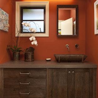 На фото: ванная комната в стиле рустика с настольной раковиной и оранжевыми стенами с