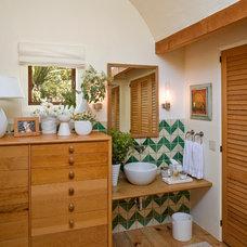 Rustic Bathroom by Studio Schicketanz