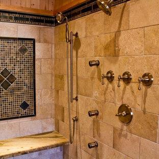Idee per una stanza da bagno padronale classica di medie dimensioni con lavabo sottopiano, ante con bugna sagomata, ante in legno scuro, top in granito, doccia alcova, WC a due pezzi, piastrelle multicolore, lastra di pietra, pareti gialle e pavimento in ardesia