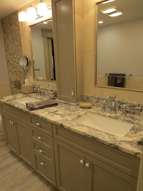 Salle de bain de taille moyenne avec une plaque de galets for Taille moyenne salle de bain