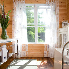 Rustic Bathroom by KellyBaron