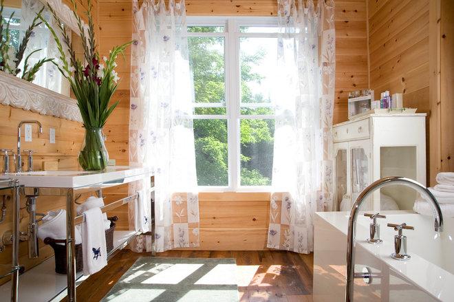 Rustic Bathroom by KellyBaron
