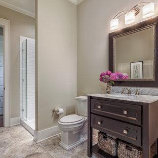Idee per una grande stanza da bagno con doccia con nessun'anta, ante bianche, vasca da incasso, doccia doppia, WC monopezzo, piastrelle multicolore, piastrelle in ceramica, pareti beige, pavimento con piastrelle in ceramica, lavabo sottopiano e top in granito
