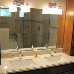 modern bathroom by Hiline Builders Inc.