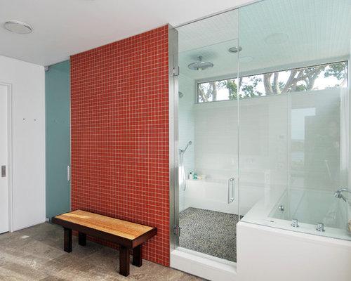 Bagno moderno con piastrelle rosse foto idee arredamento