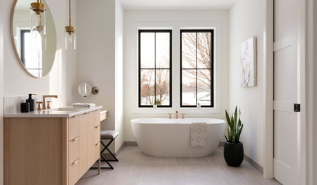 Should You Get a Freestanding or Built-In Bathtub?