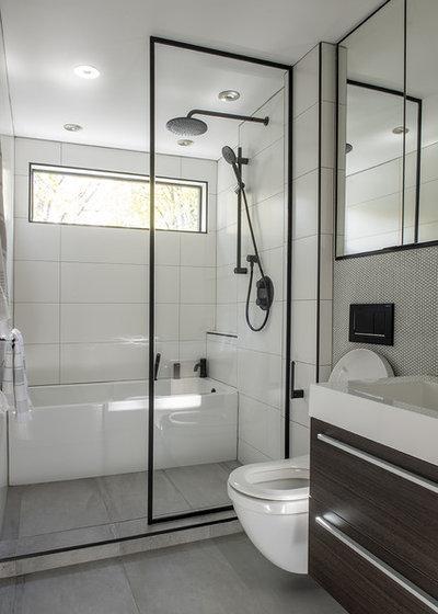 Contemporary Bathroom by LT intérieurs