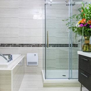 Foto di una stanza da bagno padronale moderna di medie dimensioni con lavabo integrato, ante lisce, ante in legno bruno, top in quarzite, vasca da incasso, doccia ad angolo, WC monopezzo, piastrelle beige, piastrelle in ceramica, pareti beige e pavimento con piastrelle in ceramica