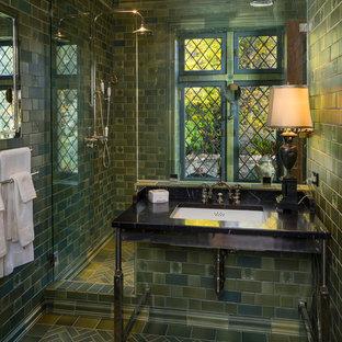 Idee per una piccola stanza da bagno con doccia chic con doccia doppia, piastrelle verdi, piastrelle in ceramica, pareti verdi e porta doccia a battente