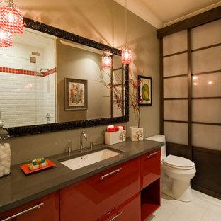Mittelgroßes Asiatisches Duschbad mit flächenbündigen Schrankfronten, roten Schränken, Duschnische, Toilette mit Aufsatzspülkasten, grüner Wandfarbe, Porzellan-Bodenfliesen, Unterbauwaschbecken, Mineralwerkstoff-Waschtisch, weißem Boden und Falttür-Duschabtrennung in Richmond