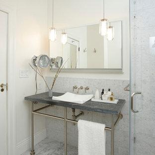 Foto de cuarto de baño tradicional con lavabo tipo consola, baldosas y/o azulejos grises y encimera de esteatita