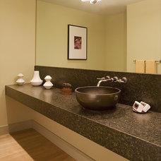 Modern Bathroom by Hood Thomas Architects