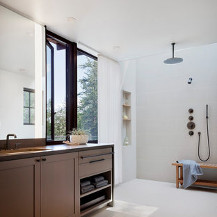 Mid-sized mountain style kids' multicolored tile and ceramic tile slate floor and gray floor bathroom photo in Seattle with an undermount sink, engineered quartz countertops and gray countertops