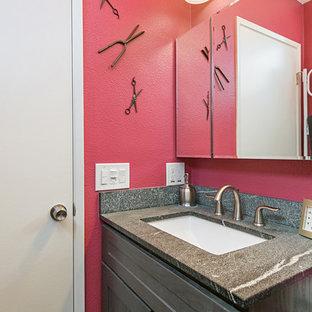 サンディエゴの中くらいのトラディショナルスタイルのおしゃれなマスターバスルーム (落し込みパネル扉のキャビネット、グレーのキャビネット、アルコーブ型シャワー、分離型トイレ、グレーのタイル、磁器タイル、ピンクの壁、磁器タイルの床、オーバーカウンターシンク、珪岩の洗面台、グレーの床、引戸のシャワー) の写真