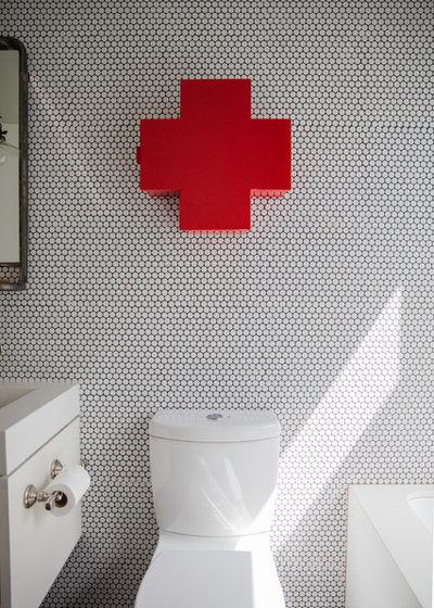 Retro Bathroom by Studio Revolution