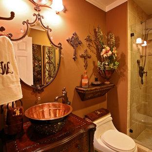Idee per una stanza da bagno mediterranea con lavabo a bacinella