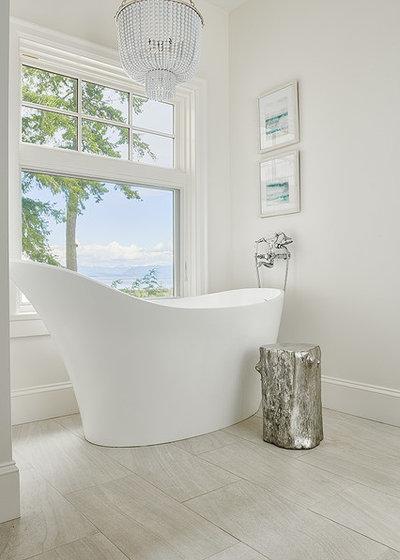 Beach Style Bathroom by Jenny Martin Design