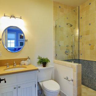 Inspiration pour une salle d'eau craftsman de taille moyenne avec un placard à porte affleurante, des portes de placard blanches, une douche ouverte, un WC séparé, un carrelage beige, un carrelage bleu, des carreaux de porcelaine, un mur blanc, un sol en travertin, un lavabo encastré et un plan de toilette en surface solide.