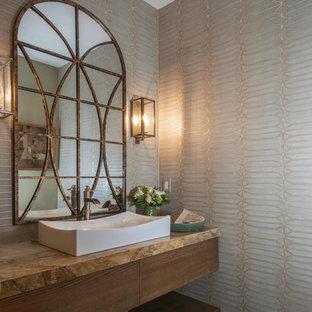 Esempio di una stanza da bagno tradizionale di medie dimensioni con ante lisce, ante in legno scuro, piastrelle grigie, pareti grigie, pavimento in pietra calcarea, lavabo a bacinella, top in quarzite, pavimento verde e top multicolore
