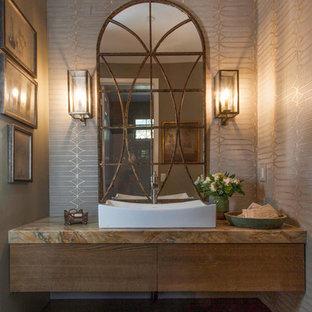 サンディエゴの中サイズのトランジショナルスタイルのおしゃれな浴室 (フラットパネル扉のキャビネット、中間色木目調キャビネット、グレーの壁、ライムストーンの床、ベッセル式洗面器、珪岩の洗面台、マルチカラーの洗面カウンター、ベージュの床) の写真