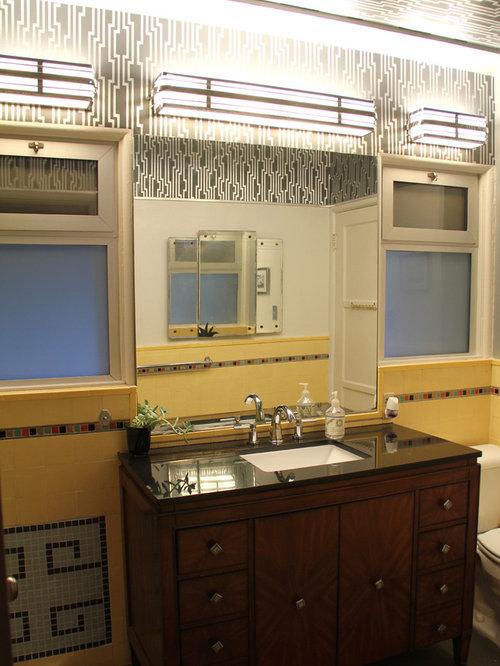 badezimmer mit eckbadewanne und verzierten schr nken. Black Bedroom Furniture Sets. Home Design Ideas