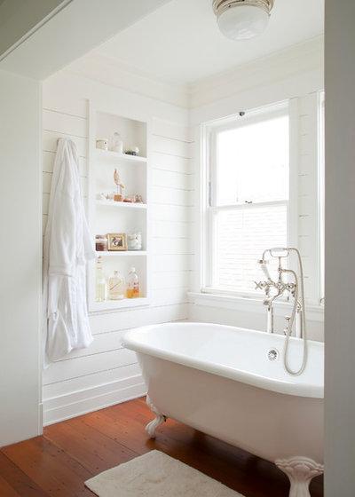 Beach Style Bathroom by Evens Architects