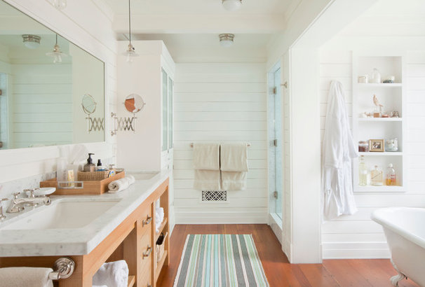 Beach Style Bathroom by Evens Architects