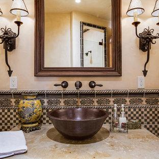 Idées déco pour une salle de bain sud-ouest américain de taille moyenne avec une vasque, un plan de toilette en marbre, un carrelage multicolore, des carreaux de céramique et un mur beige.