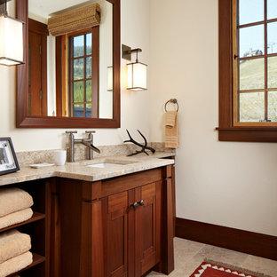 Rustik inredning av ett badrum