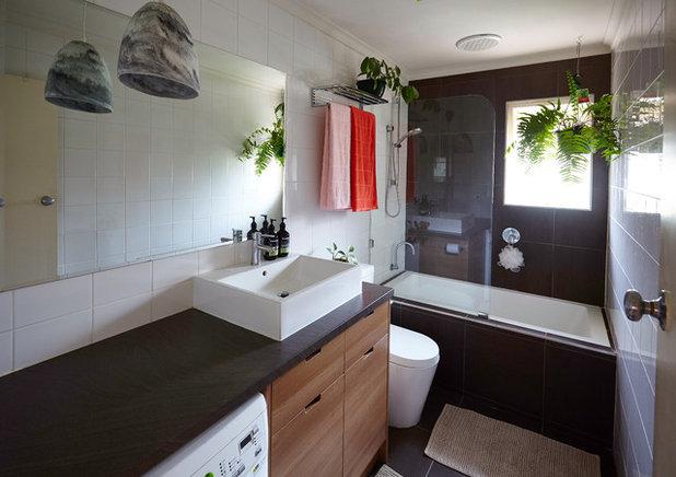 Contemporary Bathroom by Michelle Jarni