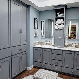 ヒューストンの中サイズのモダンスタイルのおしゃれなマスターバスルーム (グレーのキャビネット、コーナー設置型シャワー、ベージュのタイル、テラコッタタイル、グレーの壁、ラミネートの床、アンダーカウンター洗面器、珪岩の洗面台) の写真