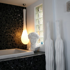 eclectic bathroom by Ieteke Ruypers Volpini